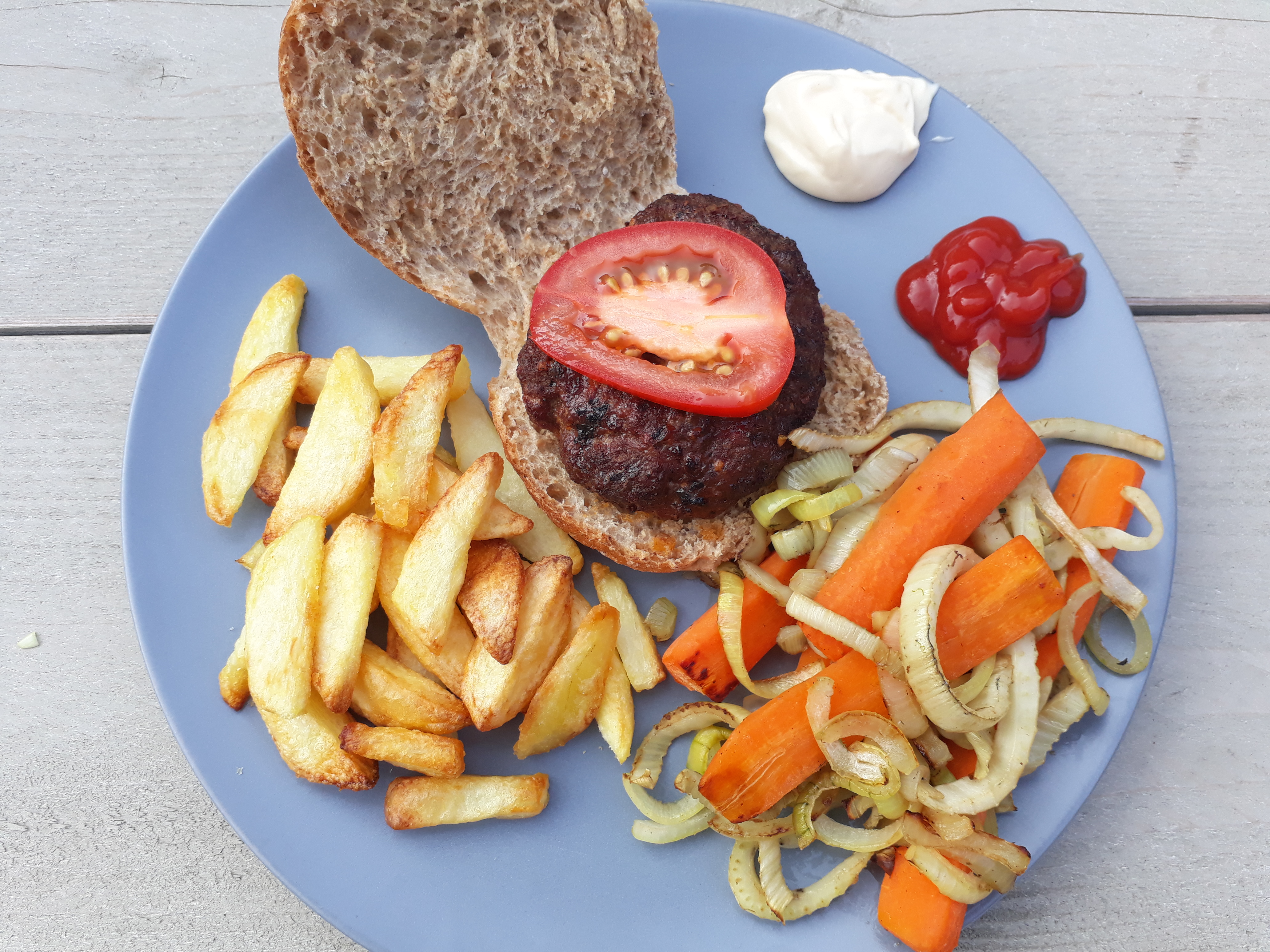 Zelfgemaakte gezond broodje hamburger